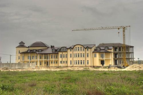 New hotels are being rapidly built at the Arabat spit.