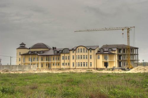 На Арабатской стрелке активно строятся новые отели.