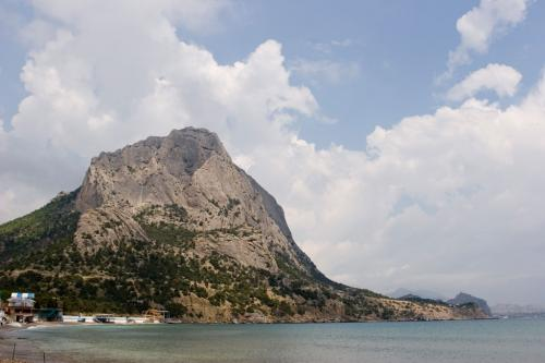 Вид на гору Сокол с тропы Голицына