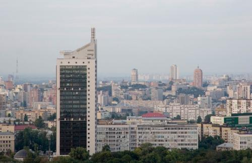 View from observation deck on Chervonozorianyi Avenue