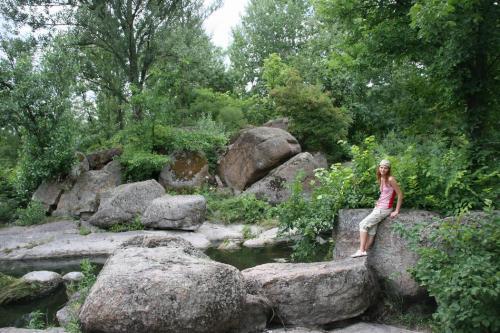 Багато каменів досягають величезних розмірів.