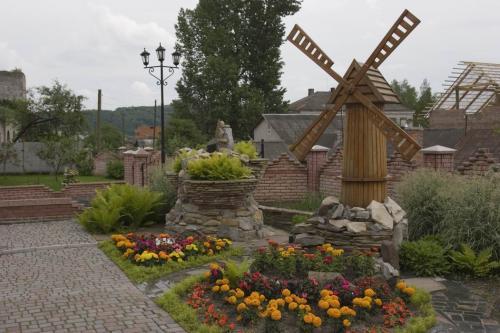 Територія Покровської церкви