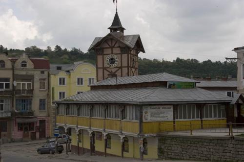 Стара ратуша та торгові ряди