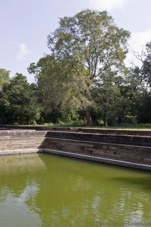 Twin pools (Kuttam Pokuna)