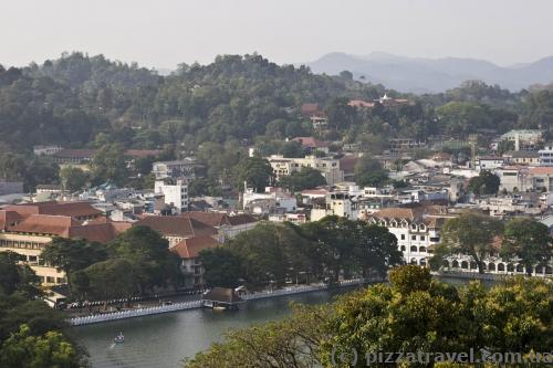 Вид на Канди со смотровой площадки