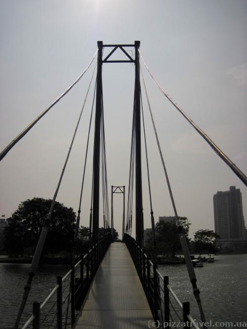 Bridge to the island in the middle of the Beira lake