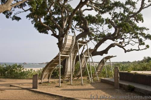 Меморіал на місці удару цунамі