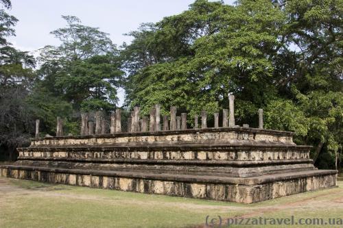Стародавня зала засідань короля Паракрамабаху I