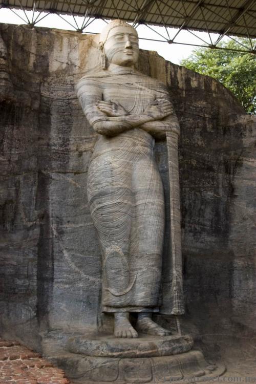 Стоячий Будда