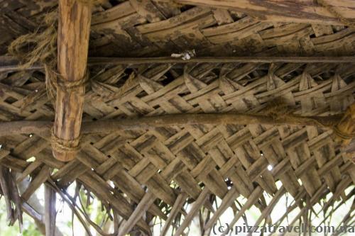 Крыша из пальмовых листьев