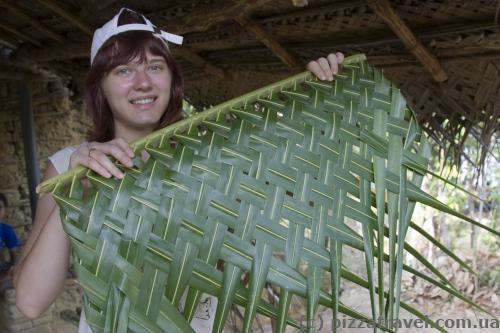 Плетем крышу из пальмовых листьев