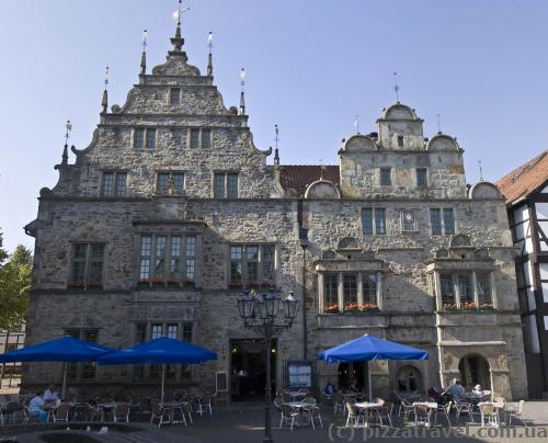 Бывшая ратуша (Ratskeller, 13 век)