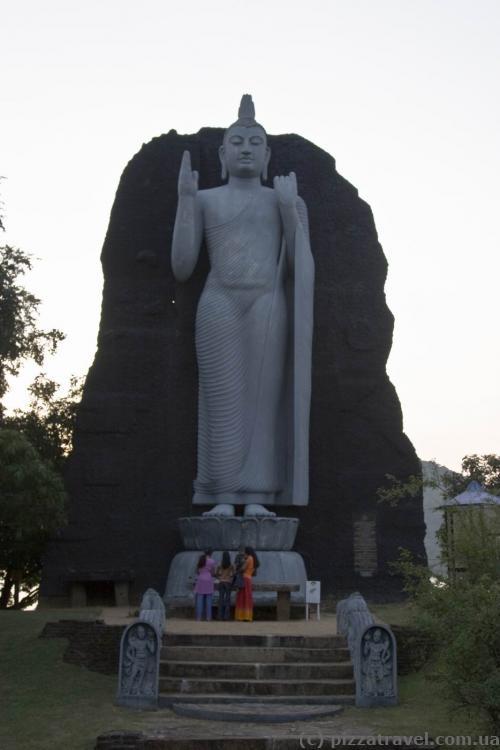 Статуя Будды в Girithale