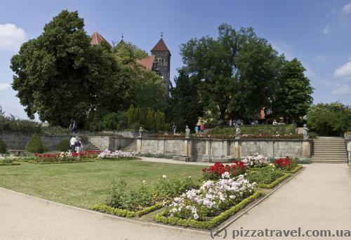 Невеликий парк у замку Кведлінбурга