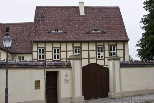 Геніально, будинок з очима :)