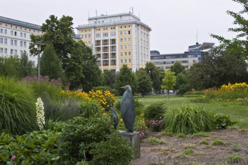Цікаво, яке відношення пінгвіни мають до Магдебургу? :)