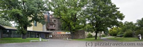 Старі міські стіни та центр Отто фон Геріке
