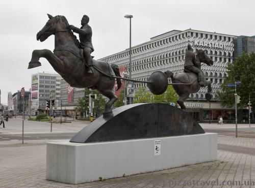 Пам'ятник знаменитому експерименту