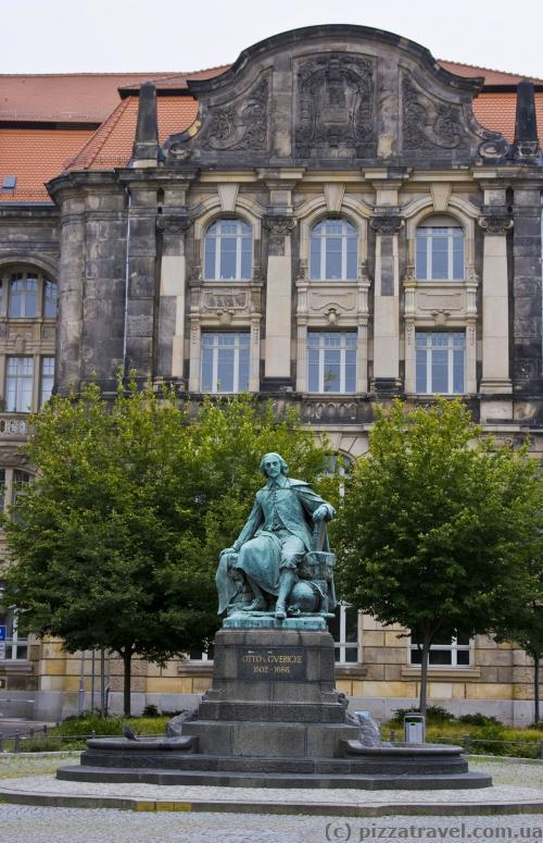 Пам'ятник Отто фон Геріке