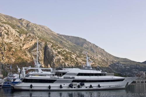 Yacht in Kotor