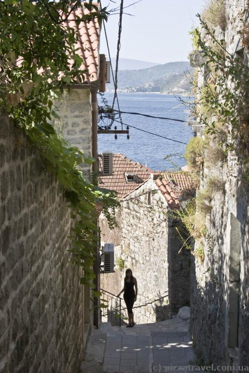 Going down to the sea in Perast