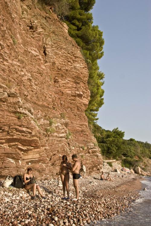 Пляж Црвена Главица возле Свети-Стефана