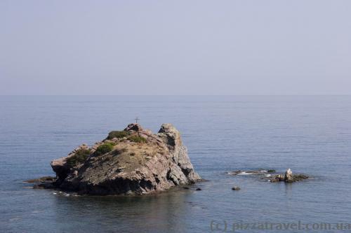Скелі біля
