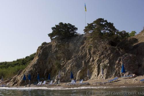 Пляж біля