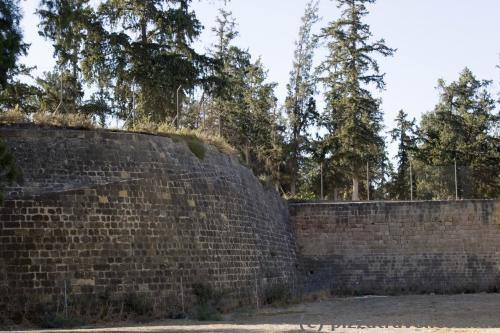 За этой стеной территория, оккупированная Турцией