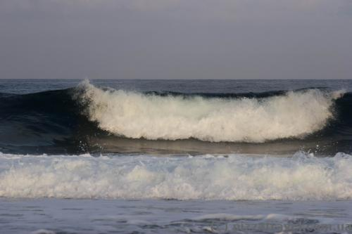 There are big waves in Paphos.