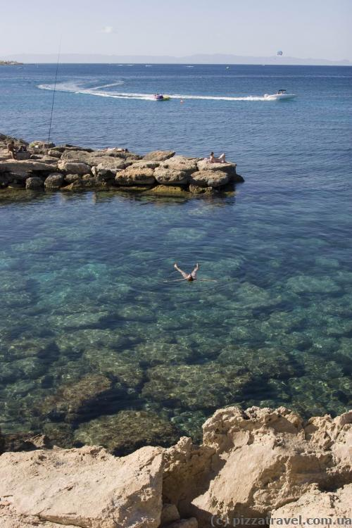 Crystal clear water on the Fig Tree Bay Beach