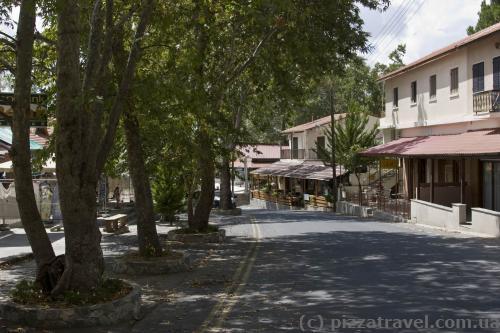 В центре городка Пано Платрес