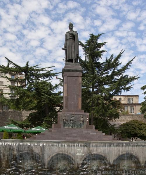 Пам'ятник Шота Руставелі