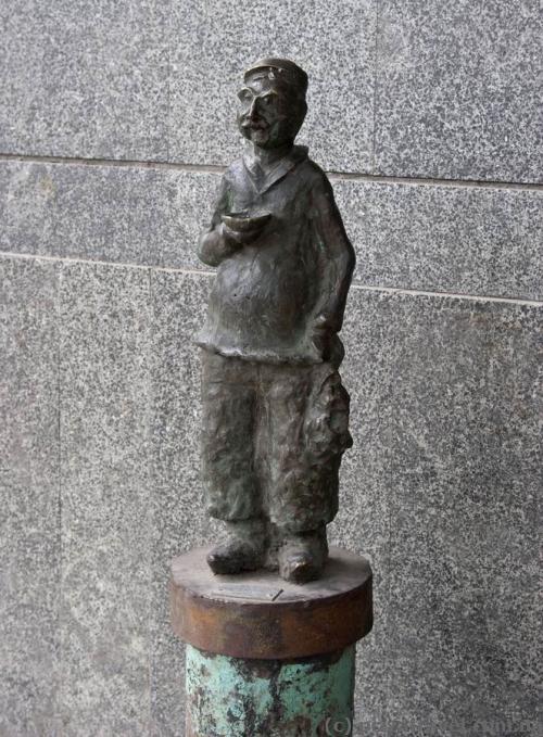 Скульптура на проспекті Шота Руставелі