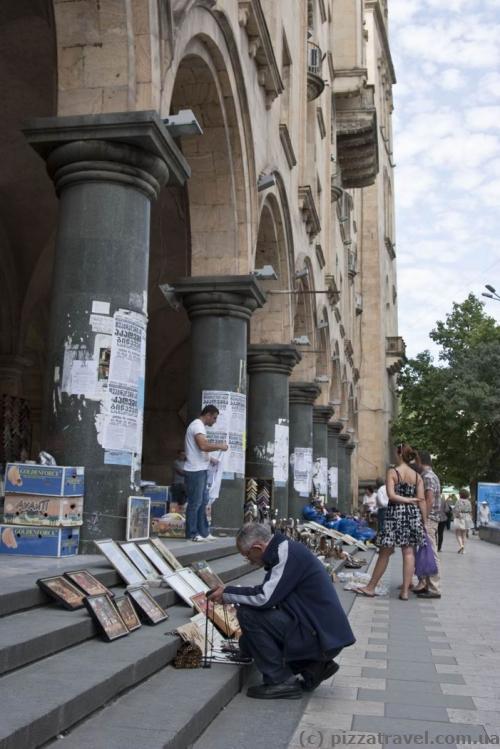 Міні-ринок на проспекті Шота Руставелі