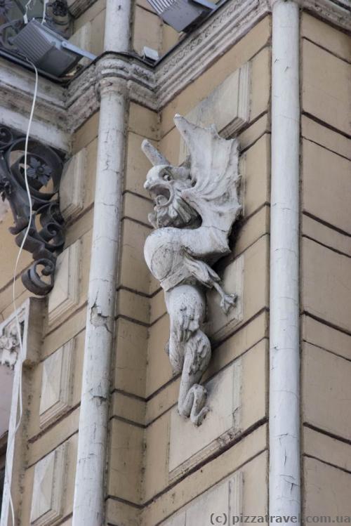 Скульптура на проспекте Руставели
