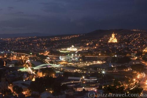Вид на Тбілісі з верхньої станції канатної дороги