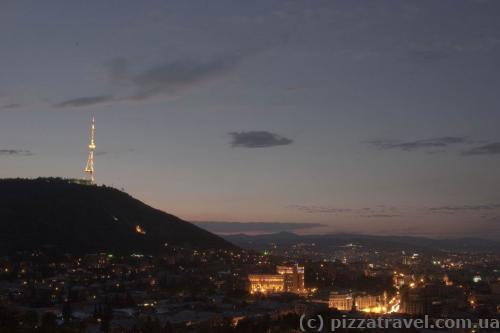 Вид на Тбилиси с верхней станции канатной дороги
