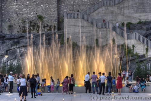 Світломузичний фонтан у парку Ріке