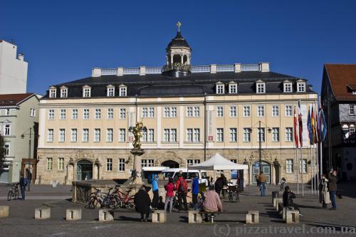 Міський палац (1742-45)