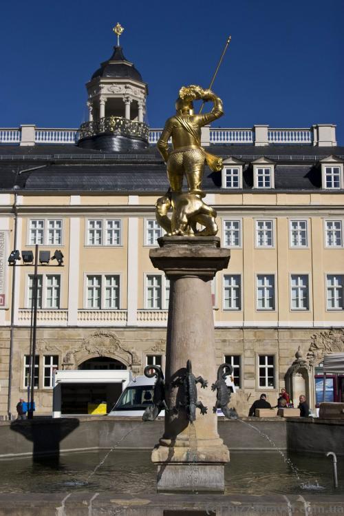 Фонтан со Святым Георгием на Рыночной площади