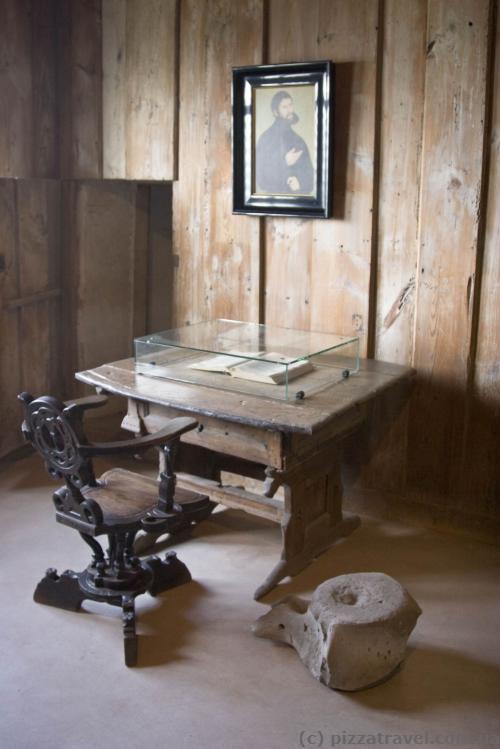 Кімната Мартіна Лютера, китовий хребет оригінальний, зберігся з тих часів
