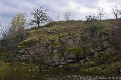 Скалы в селе Хохитва