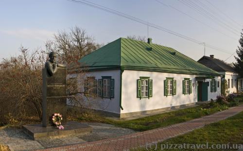 Музей-усадьба Ивана Нечуя-Левицкого в Стеблеве