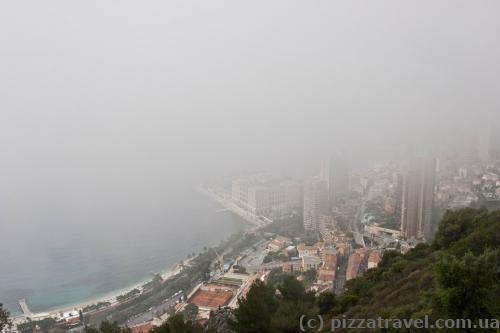 Туман закрывает вид на Монако