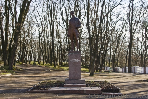 Monument to Nikolai Ostrovsky, after whom the park in Korosten was named.