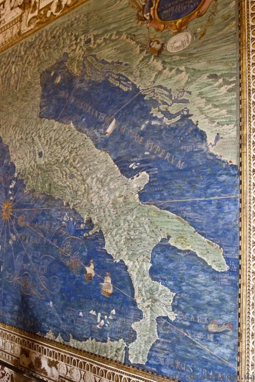 Старые карты в музеях Ватикана