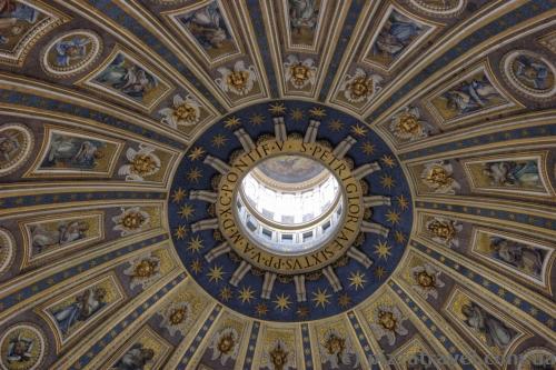Под куполом собора Святого Петра