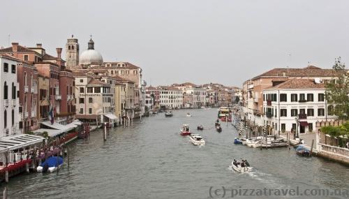 Классический вид с моста Ponte degli Scalzi