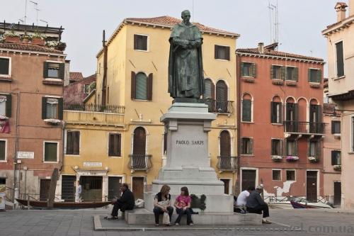 Памятник Паоло Сарпи в Венеции